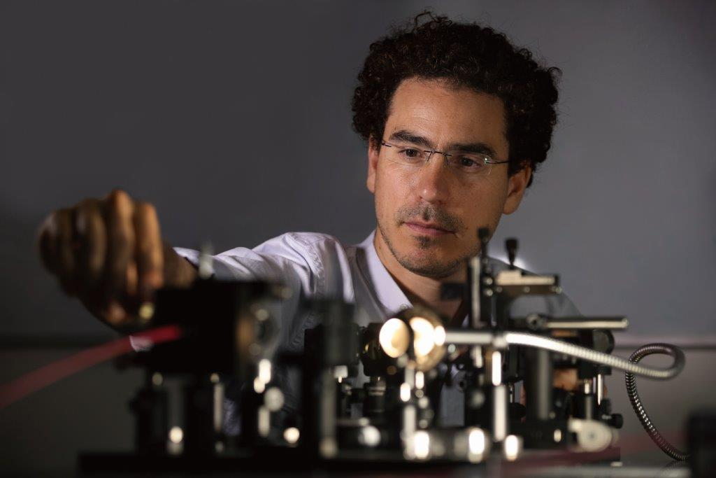 Ori Katz, an Azrieli Faculty Fellow, working with a microscope.