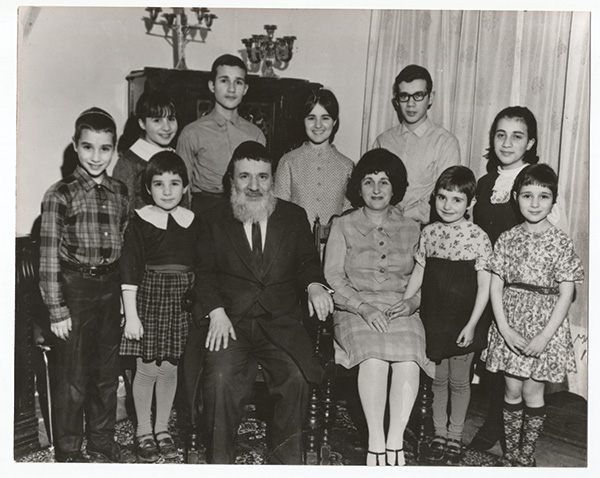 Rabbi Pinchas and his wife, Rebbetzin Alte Chaya Hirschprung, with their children. Montreal, 1968.